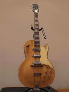 old guitars | Item-Nr.: MR3704 EUR 775,- (Convert) Sold Special Offer