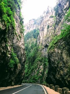 Bicaz Gorges - one of the most spectacular places to visit in Europe. It is situated in Romania, and connects Transylvania to Moldova region. It will take your breath away. See the 3 days itinerary from Bucharest on Toura. Visit Romania, Romania Travel, Bucharest, Eastern Europe, Mountain View, Touring, Places To See, The Good Place, Travel Inspiration