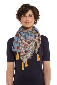 Orain Scarf Blue/Red/Green model image