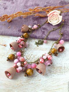 """Купить """"Оттенки розового"""" колье из натуральных камней. Колье с коконами. Агат - авторские украшения бусы"""