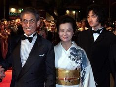 Japanese director Nagisa Oshima (L) is seen with his wife (C) and actor Ryuhei Matsuda (R) in this file photo. REUTERS/John Schults/Files