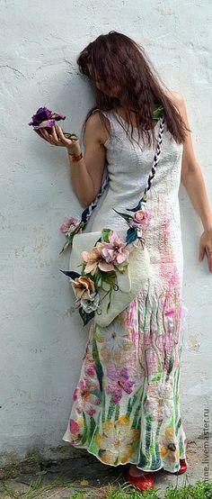 Купить или заказать платье   ' Flower' в интернет-магазине на Ярмарке Мастеров. Шикарное нарядное платье из натурального итальянского шёлка-шифона.Платье растягивается,так как сваляно в технике 'трикотажа' : с обеих сторон натуральный шелк, -в середине щепотка мериноса 16 мс. Замечательно удобное,мягонькое и комфортное , можно носить в любое время года.размеры модели на фото : об.г. 88, талия 70, бедра 91, рост модели 162 см (на фото без каблуков) Драпировки натурального&h...
