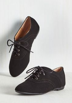 Academic Excellence Flat in Black. Flaunt your knowledge of fashionable footwear by trotting between classes in these black Oxford flats! #black #modcloth