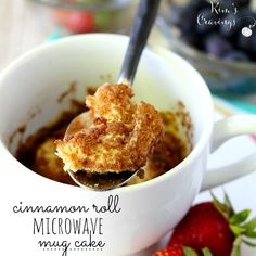 Cinnamon roll microwave mug cake - yummy, quick dessert! - - This easy cinnamon roll microwave mug cake is the perfect treat when you're craving a little something sweet! Mug Recipes, Dessert Recipes, Cooking Recipes, Desserts, Quick Dessert, Yummy Recipes, Cake Recipes, Kodak Cakes, Protein Mug Cakes
