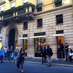 Ok #coffeebreak  A new #specialplace in the #town  #newopening #pasticceriaMarchesi firmata #Prada #ViaMontenapoleone #Milano #dolceMilano #milanodavedere @Prada #PradaCaffe designer by #RobertoBaciocchi @BaciocchiAssociati #arquitectura #interiordesign #glamorous #amazing #saturday #around #MFW by anaehb