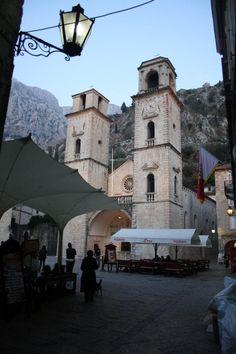 KOTOR - Fotografía: Elsa Mallol Albania, Dubrovnik, San Francisco Ferry, Mansions, House Styles, Building, Travel, Loreto, Croatia