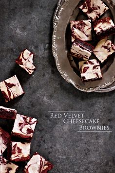 Velvety Red Chocolate Brownies with Swirls of Creamy-Smooth Cheesecake Yummy Treats, Delicious Desserts, Sweet Treats, Yummy Food, Awesome Desserts, Red Chocolate, Chocolate Brownies, Red Velvet Cheesecake Brownies, Baking Recipes