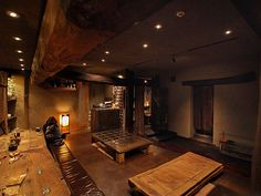 Somushi Cafe interiors 素夢子古茶家:カウンターと小上がり