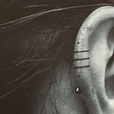 Ohr Tattoo von – Tattoo's & Piercings✌️ Piercing Tattoo, Simbolos Tattoo, Get A Tattoo, Ear Piercings, Tattoo Trend, Helix Tattoo Ear, In Ear Tattoo, Cuff Tattoo, Tattoo Linework