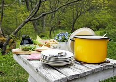 Peruselintarvikkeet ja kuivatut ruoka-aineet toimivat hyvänä hätävarana, kun mökille saapuu yllätysvieraita. Lue lisää Meidän Mökin neuvoja yllätysvieraiden varalle!