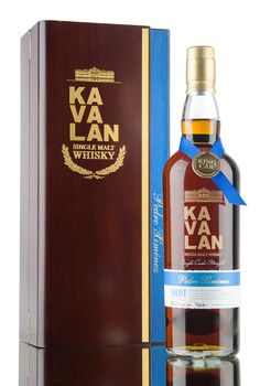 A Pedro Ximénez sherry cask matured Kavalan from King Car distillery, released in 2016 as part of their excellent Solist whisky range. Bottled at 56.3%, 547 bottles filled from cask.