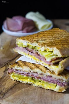Sandwich Make amazing Cuban sandwiches at home in just 10 minutes! No panini press needed!Make amazing Cuban sandwiches at home in just 10 minutes! No panini press needed! Kubanisches Sandwich, Panini Sandwiches, Soup And Sandwich, Wrap Sandwiches, Pressed Sandwich, Vegetarian Sandwiches, Gourmet Sandwiches, Finger Sandwiches, Cuban Sandwhich