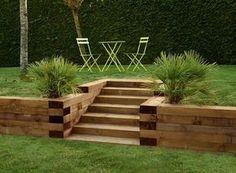 Ecosia - the search engine that plants trees Backyard Retaining Walls, Sloped Backyard, Sloped Garden, Wood Retaining Wall, Back Gardens, Outdoor Gardens, Back Garden Design, Garden Stairs, Hillside Landscaping