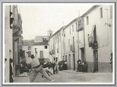 "Partida de ""pilota"". Ibi.Alicante. España. Años 60. 1960s, Transportation, Spain, Street View, Architecture, Image, Alicante Spain, Arquitetura, Sevilla Spain"