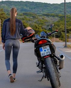 Girls on bike (motorcycle) girls biker Dirt Bike Girl, Lady Biker, Biker Girl, Fille Et Dirt Bike, Motard Sexy, Motorbike Girl, Motorcycle Girls, Mode Jeans, Scooter Girl
