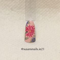 Nail art - watercolour flower