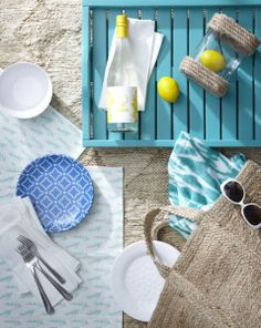 Catch a wave of beachy decor! Melamine plates and acrylic trays are perfect for outdoor dining, on the patio or even at the beach. Backyard Projects, Backyard Ideas, Canadian Contests, Kitchen Magic, Homesense, Spring Style, Outdoor Dining, Decoration, Trays