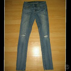 """American Eagle Skinny Distressed Skinny Jeans These jeans are preloved but still in very good condition. They are a skinny jean with factory distressing. Made of 98% cotton 2% spandex. Tag size is 00 Regular. Inseam is approximately 31.5"""" long. American Eagle Outfitters Jeans Skinny"""