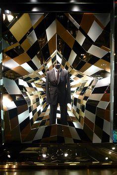 Vitrines Gucci - Paris, novembre 2011 by JournalDesVitrines.com, via Flickr www.instorevoyage.com #in-store marketing #visual merchandising