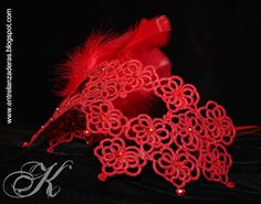 Entre lanzaderas Tatting Jewelry, Needle Tatting, Tatting Patterns, My Escape, Doilies, Crochet Necklace, Butterfly, Neon Signs, Crafts