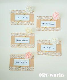 B席札・メッセージカードB5枚セット/送料無料(定形外郵便)厚手のクラフト紙で、お花付きタイプです。表はレース・お花をあしらいました。お花のお色は、『①ホワイ... ハンドメイド、手作り、手仕事品の通販・販売・購入ならCreema。