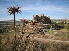 CASTLES OF SPAIN - Castillo de Zorita (siglo IX), Guadalajara. Fue en su origen fortaleza musulmana erigida por los Banu Dil-Nun, bereberes rebelados contra el califato de Córdoba. Alvar Fáñez, teniente de El Cid, y conquistador de Guadalajara, tomó la fortaleza en el s.XI, aunque volvería a pasar a manos de los almorávides. Perteneció a la Orden de Calatrava. Su declive comenzó a raíz de la Batalla de Aljubarrota, perdida frente a Portugal, donde murieron trescientos hombres de Zorita.