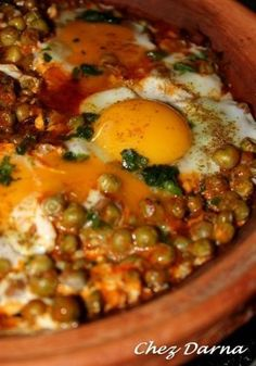 tajine with peas and eggs Morrocan Food, Crockpot Recipes, Cooking Recipes, Cooking Ribs, Algerian Recipes, Vegetarian Recipes, Healthy Recipes, Ramadan Recipes, Cooking Light