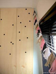 Ontworpen kast met stippen Interieurstylist Stephanie de Jong #Meisjeskamer #Girlsroom #pastel door JONGInterieur.nl #Lostandfoundonline.nl #oudroze #slinger #zwart #stippen #kast #hout #kinderkamer