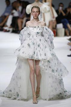 Trendy Fashion Week Looks Spring Couture Ideas Trendy Fashion, Runway Fashion, Spring Fashion, Fashion Show, Vintage Fashion, Fashion Design, Womens Fashion, Fashion Fashion, Autumn Fashion
