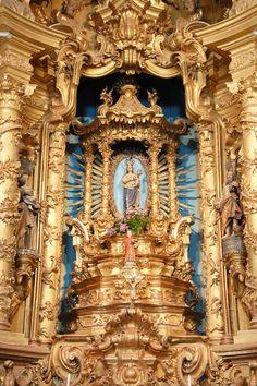 Altar no interior do Santuário de Nossa Senhora dos Remédios em Lamego, distrito de Viseu, Portugal.  Fotografia: António Amen.