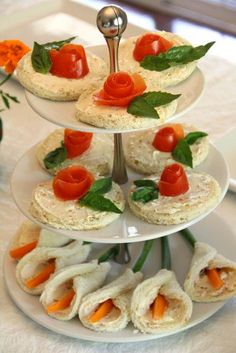 flower tea sandwiches!  SO PRETTY and so easy to make!  why haven't i made these before!??