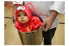 29 scary halloween costumes for kids!DIY Halloween costumes for kidsno sewing necessary! internet at large there are so many great ideas for DIY Halloween costumes out there. Halloween Kostüm Baby, Halloween Mignon, Unique Halloween Costumes, Lobster Halloween, Funny Halloween, Happy Halloween, Halloween Clothes, Family Halloween, Halloween Ideas