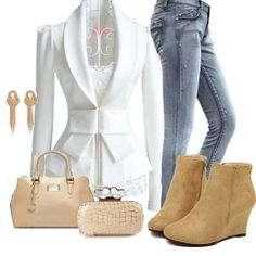 I'd choose different shoes, and go with silver/white gold jewelry, but like the outfit otherwise :)