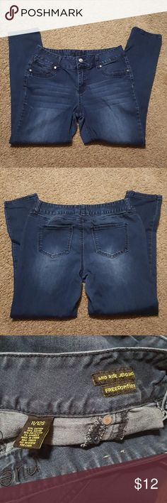 RUE 21 Jeggings Dark wash RUE 21 jeggings mid rise with Freedom Flex size 11/12 Short. Great used condition Rue21 Jeans Skinny