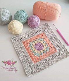 Crochet granny square - free pattern and tutorial. Crochet Blocks, Granny Square Crochet Pattern, Crochet Chart, Crochet Squares, Crochet Stitches Patterns, Crochet Motif, Crochet Granny, Filet Crochet, Granny Squares