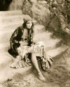 Vintage+Photographs+of+Gypsy+Women++(1).jpg 500×628 pixels