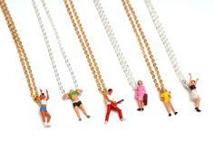 Collection de #bijoux  Minime est une collection de bijoux à part, tout droit venue de la Suède. Ces petits personnages joyeux, chaleureux et colorés nous invitent sans doute à des rencontres « maxi », car ils attirent le regard...
