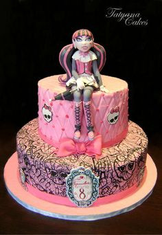 Cake Art! ~ Monster High- Draculaura Cake ~ all edible