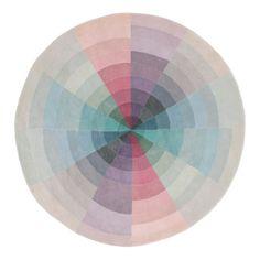 Universe, handknuten matta i ull från Linie Design. Dova pasteller i alla regnbågens färger får samsas på denna lekfulla matta. Universe är en riktig färgklick men dess lugna toner ger ändå en matta med ett elegant uttryck.Universe är en del av Linie Designs kollektionSelected. Selected är en exklusiv kollektion med nordisk design som ledstjärna - strömlinjeformad och enkel men samtidigt lekfull och full av kontraster. Alla mattor är gjorda för hand av vuxna indiska vävare som arbetar…