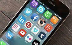 WhatsApp, videochiamate di gruppo? Basta un semplice trucco... Tra i servizi di messaggistica istantanea, WhatsApp è sicuramente il più diffuso al mondo. Lo scambio di messaggi è ovviamente la possibilità principale offerta da questa app ma non finiscono qui le  #whatsapp #iphone #android