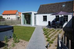 Holiday Home Garnaalhuisje Oostduinkerke Offering free bikes, the Holiday Home is a renovated old fisherman?s cottage located in Oostduinkerke. The beach is 2.6 km away and a golf course is 1.8 km from the property. Free WiFi is available.