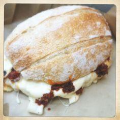 Torta Benito Juarez... Chorizo del mercado de Oaxaca y queso de carrito