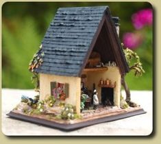 CDHM Artisan Karin Caspar created this 144 scale dollhouse