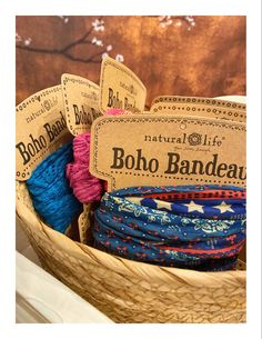 De Boho Bandeau haarbanden van Natural Life shop je hier. De mooiste stofjes in vrolijke kleuren en dessins. #bohobandeau #haarband #hairaccessoriesheadbands Boho, Straw Bag, Burlap, Reusable Tote Bags, Hessian Fabric, Bohemian, Boho Aesthetic, Jute, Canvas