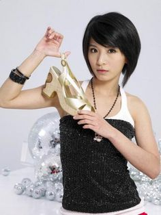 Hebe Short Hairstyle pictures - cute hairstyle with side bangs