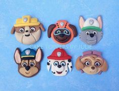 step by step chase paw patrol cake topper Fondant Figures Tutorial, Cake Topper Tutorial, Paw Patrol Cake Toppers, Cupcake Toppers, Cupcakes, Cupcake Cakes, Extra Gum, Edible Gum, Cake Models