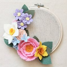 Магазин фетра KukiRuki.Ru Felt Flower Wreaths, Felt Wreath, Felt Flowers, Fabric Flowers, Paper Flowers, Felt Crafts, Diy And Crafts, Felt Flower Tutorial, Embroidery Hoop Crafts