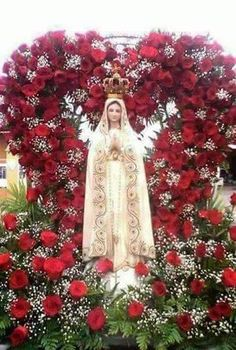 Mother Mary Images, Images Of Mary, Blessed Mother Mary, Blessed Virgin Mary, Beautiful Gif, Beautiful Flowers, Church Altar Decorations, Archangel Prayers, House Of Gold