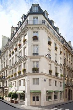 Hotel Cordelia Opera Madeleine Paris Situated In Central Close To Garnier And The Famous Galeries Lafayette Printemps Department Stores
