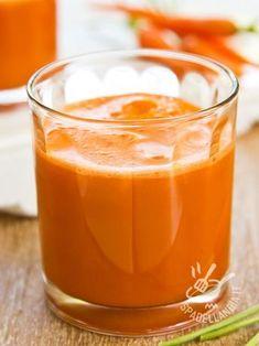 Centrifuge of turmeric carrots and oranges-Centrifugato di curcuma carote e aran. Centrifuge of turmeric carrots and oranges-Centrifugato di curcuma carote e arance Centrifugate of turmeric carrots Smoothies Detox, Detox Diet Drinks, Detox Juice Recipes, Natural Detox Drinks, Vegan Smoothies, Juice Cleanse, Detox Juices, Cleanse Recipes, Juicer Recipes